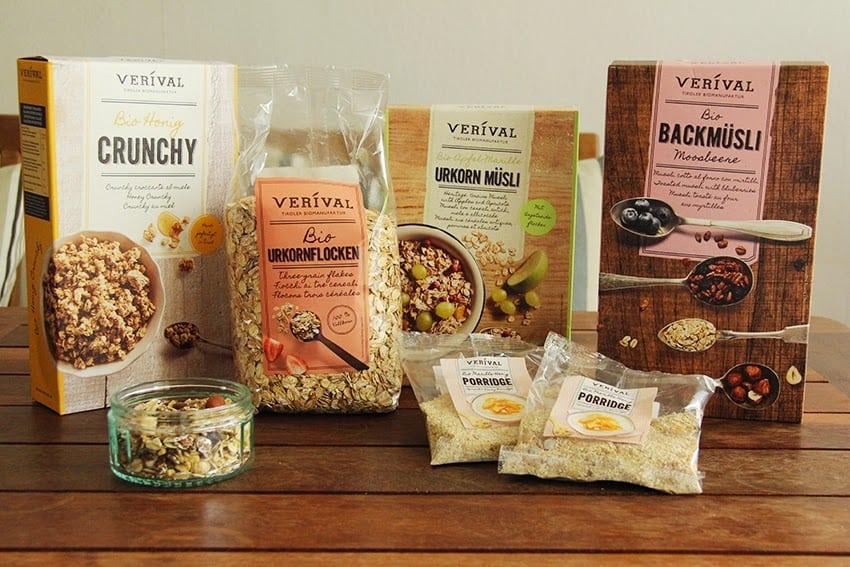 Verschiedene Müslisorten von Verival unter anderem Backmüsli und Porridge
