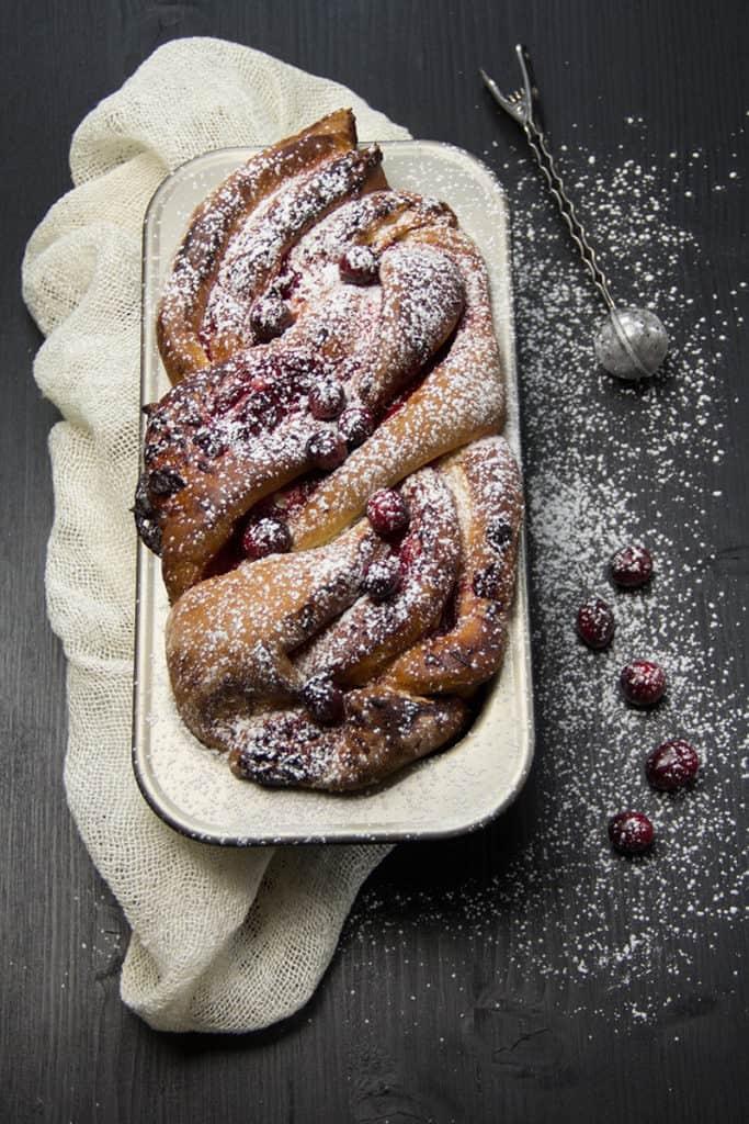 Cranberry | Germteig | Kuchen | Fruchtkuchen | Cranberry Swirl Cake | Swirl Cake | braid cake | Zopfkuchen