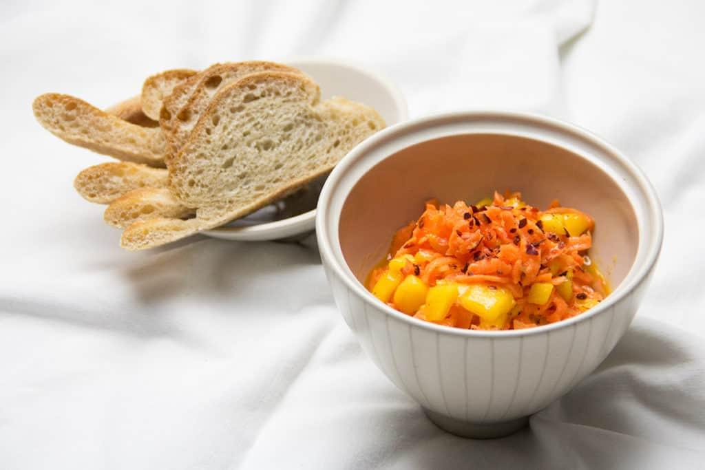 Pikanter Karotten-Mango-Salat.