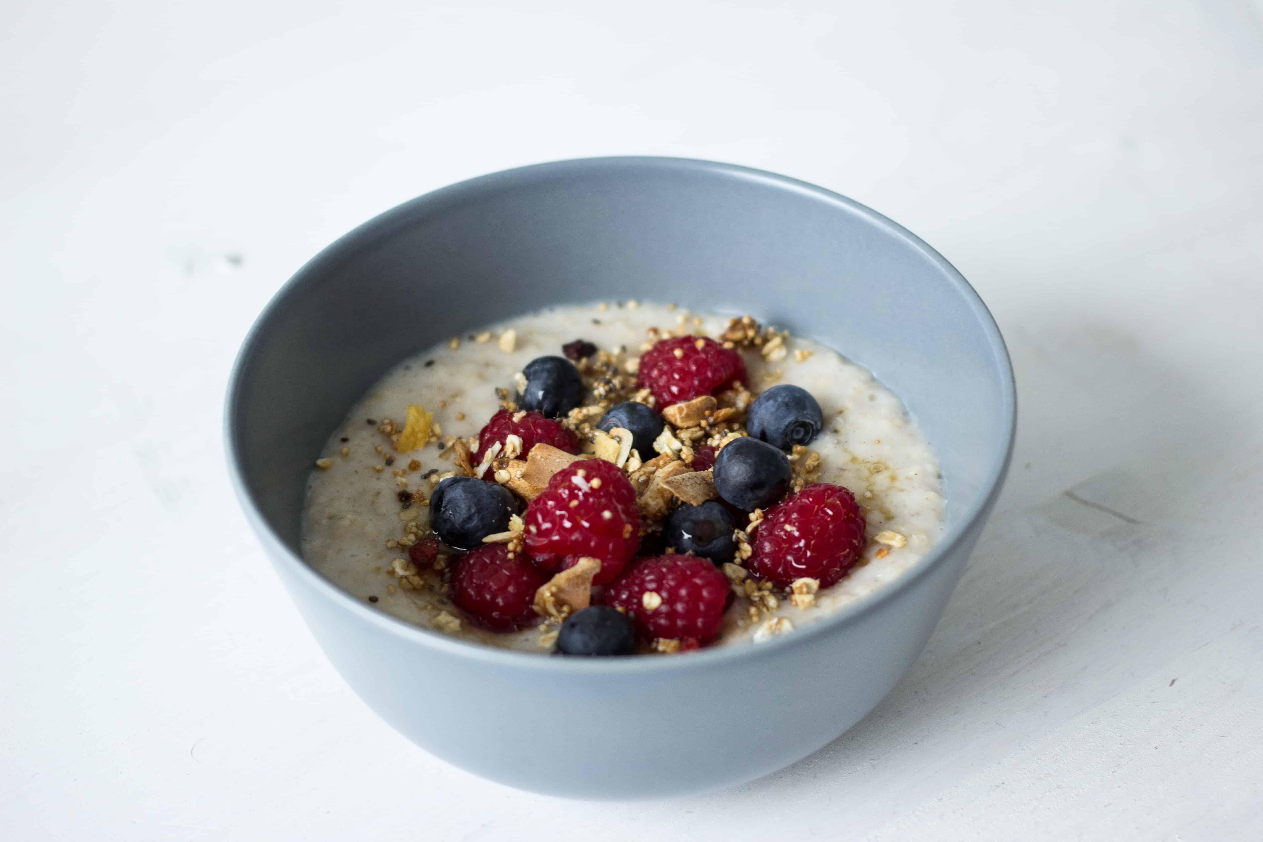 Porridge mir Beeren und Granola | SOAP|KITCHEN|STYLE